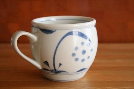 砥部焼・梅山窯:ミルクカップ〈呉須太陽〉