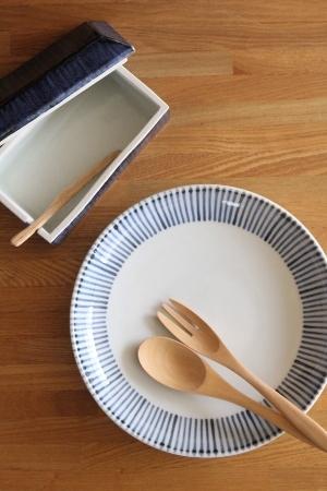 砥部焼・梅山窯:バターケース〈櫛目呉須巻〉、七寸切立丸皿
