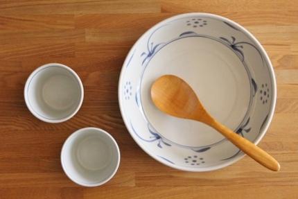 砥部焼・梅山窯:七寸平鉢〈呉須太陽〉/そば猪口カップ