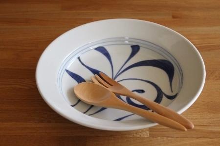 砥部焼・梅山窯:七寸スープ皿〈一ツ唐草〉