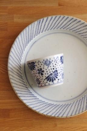 砥部焼・中田窯:八寸縁付皿〈すずらん〉〈ドット