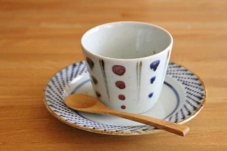 砥部焼・中田窯:五寸縁付皿〈ドット〉
