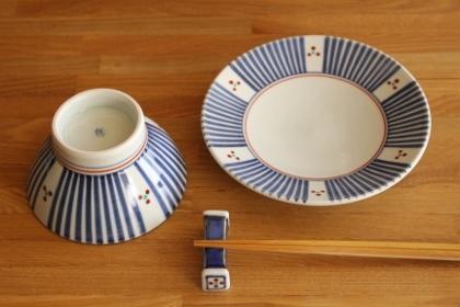 砥部焼・梅山窯:五寸丸皿/くらわんか茶碗・小〈十草三ッ文〉