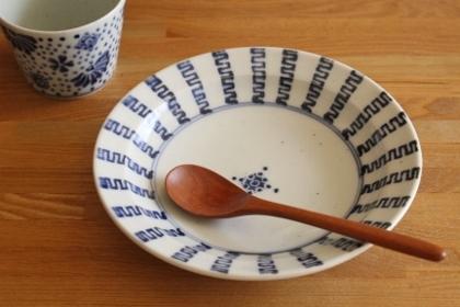 砥部焼・中田窯:六寸縁付皿〈よろけ縞〉