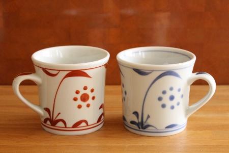 砥部焼・梅山窯:反りマグカップ