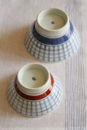 砥部焼・梅山窯:くらわんか茶碗〈格子呉須巻〉〈格子赤巻〉