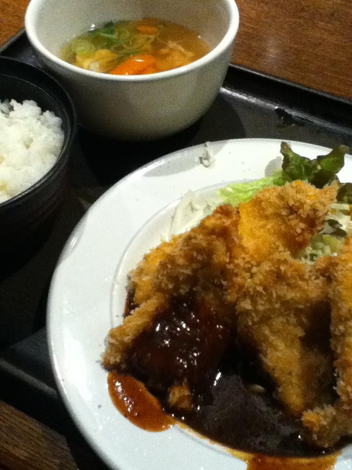 柔らか鶏かつ定食 800円
