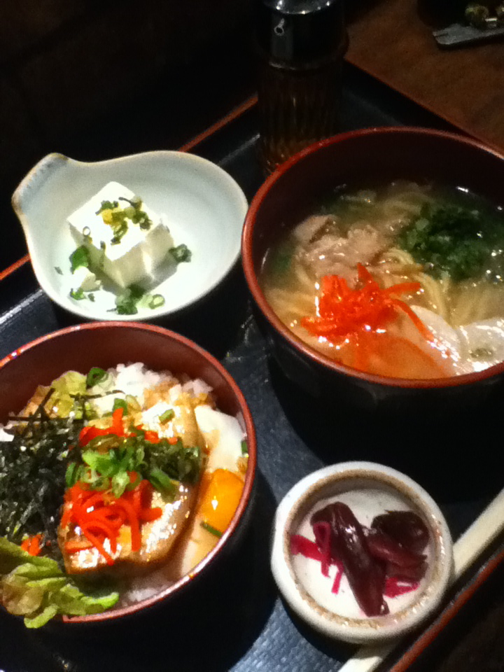 ラフテー丼と沖縄そばセット 850円