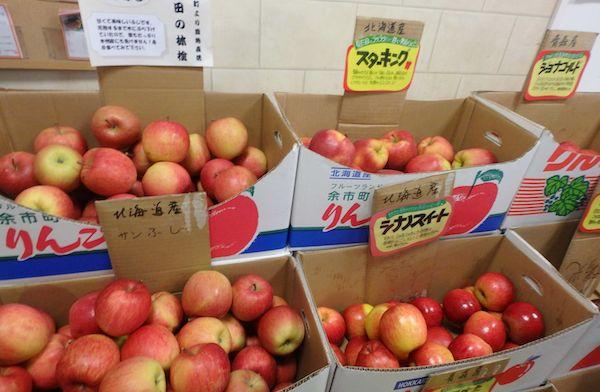 スーパーのリンゴ