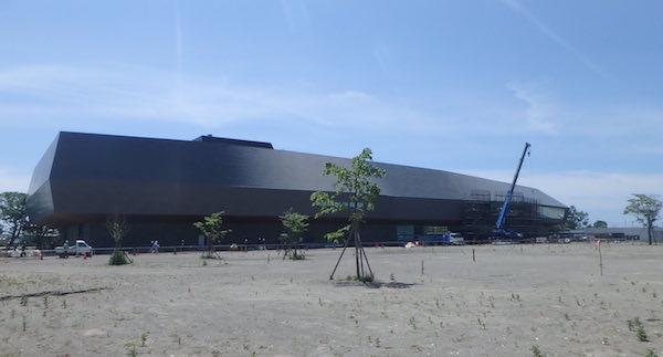 巨大な建物