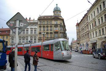 プラハ 新型トラム