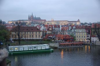 カレル橋の上よりプラハ城の夕景
