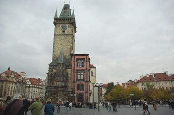 昼間の旧市庁舎