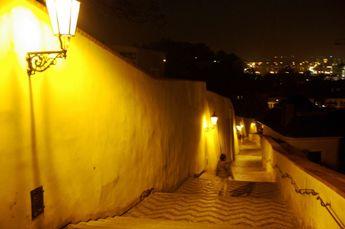 夜のプラハ城 旧登城道