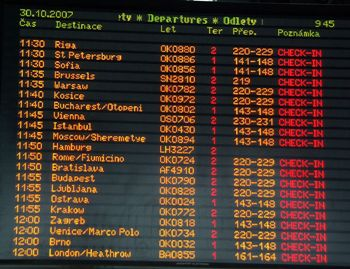 プラハ空港 電光掲示板