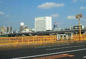 蔵前橋より東京スカイツリー(2009年10月建設中)