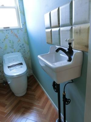 お洒落なトイレ 楽しいトイレ カラフル壁紙