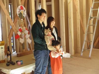 上棟式 顔合わせ式 藤枝 静岡県 新築 建築 工務店 ナチュラル 木造 かっこいいお家 在来工法 家族写真 祭壇