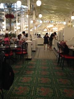クリスタルパレスレストラン店内