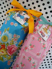 通販で、ぬいぐるみを1点お買い上げ事に、ミニプレゼントを1つプレゼントしております☆ こちらはミニチューリップハットです。 ピンク系、茶系、青系の3種類からお