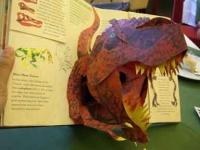 迫力満点の飛び出す恐竜