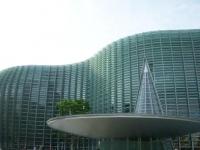 都知事選で話題になった黒川紀章デザインの建物