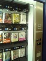 駅に設置された文庫の自動販売機