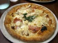 エリンギ茸とモルタデッラの白いピッツァ