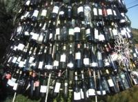 なんとワインの空き瓶でした