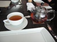 紅茶はポットサービス