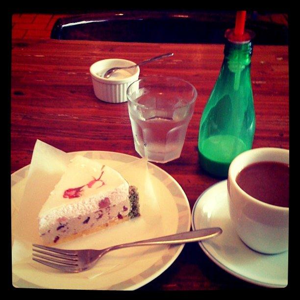 桜ムースのケーキ