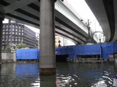 日本橋のレインコート