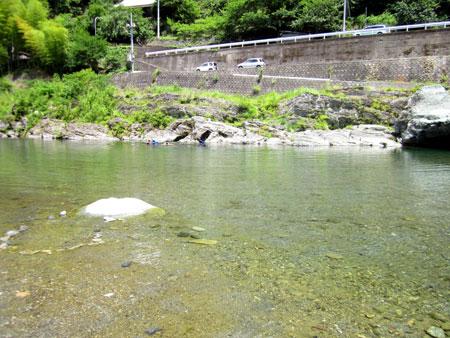 徳島県穴吹川で水遊び画像