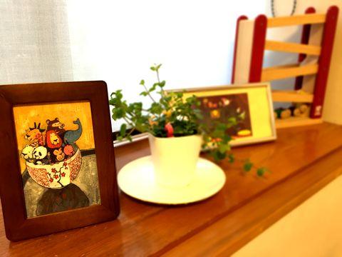 谷口智則さんという絵本作家のポストカードを飾ってます