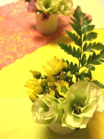 生花を飾ると部屋が華やかに