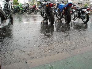 試乗会での雨