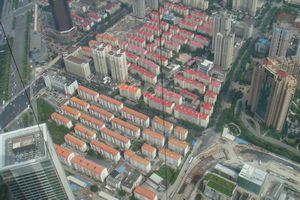 カラフルな屋根の住宅