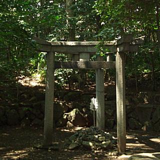蚕の社三柱の鳥居