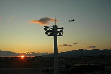 大阪国際空港(伊丹空港)の夕暮れ�