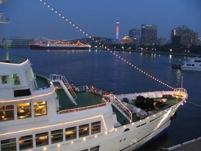 横浜大桟橋から見る夕景写真