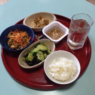 ある日の昼食事です。
