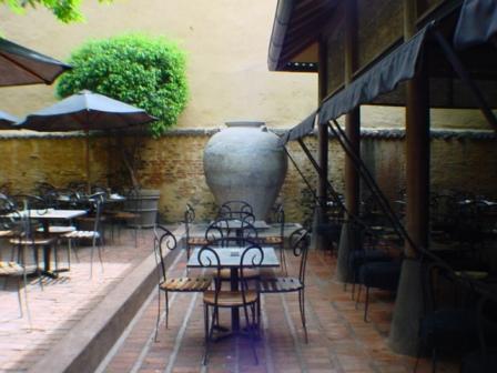 2つ目の中庭の壷