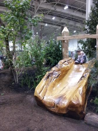 木の滑り台