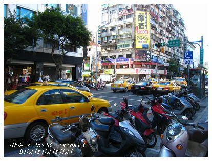 路駐バイク。