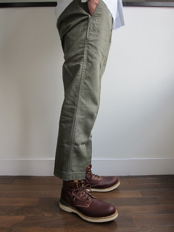 HIGH WATER CHINO HERRINGBONE OLIV 2.jpg