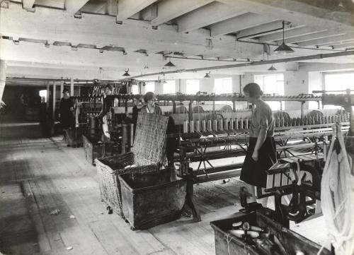 Reeling Room Lea mills 1927 (500x361).jpg