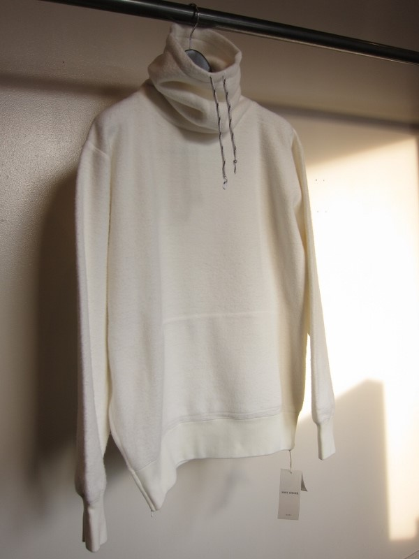 ONES STROKE ワンズストローク MocoLoose turtleneck Sweater white 7.jpg