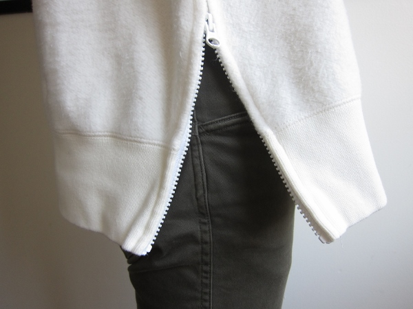 ONES STROKE ワンズストローク MocoLoose turtleneck Sweater white 3.jpg