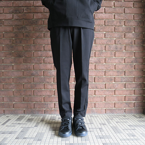 Name. ponti tapered trousers ブラック.jpg