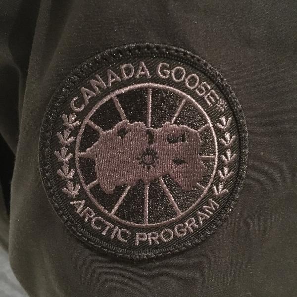 CANADA GOOSE カナダグース Black Disc 1.jpg
